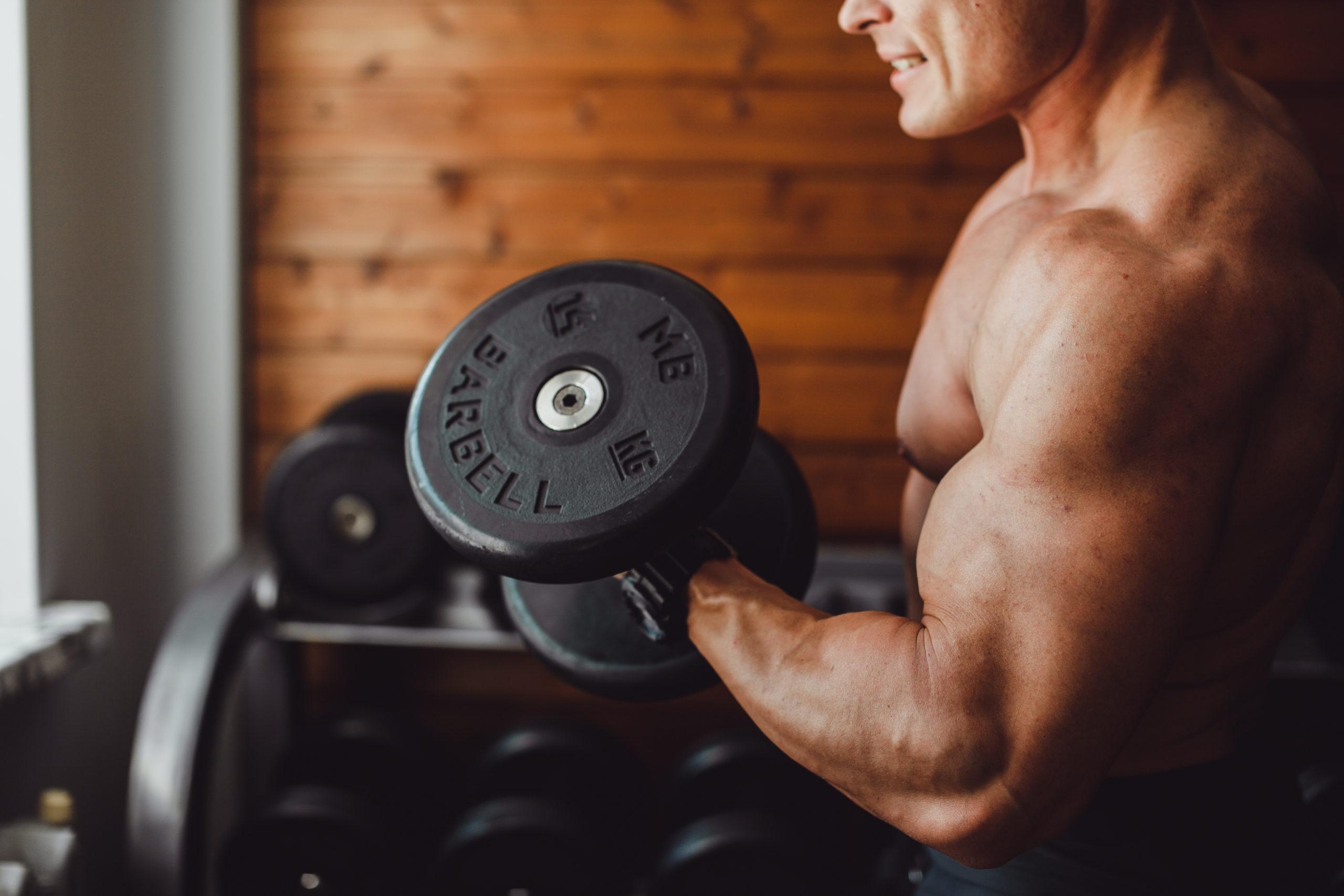Biceps workout: dumbell oefeningen voor de biceps